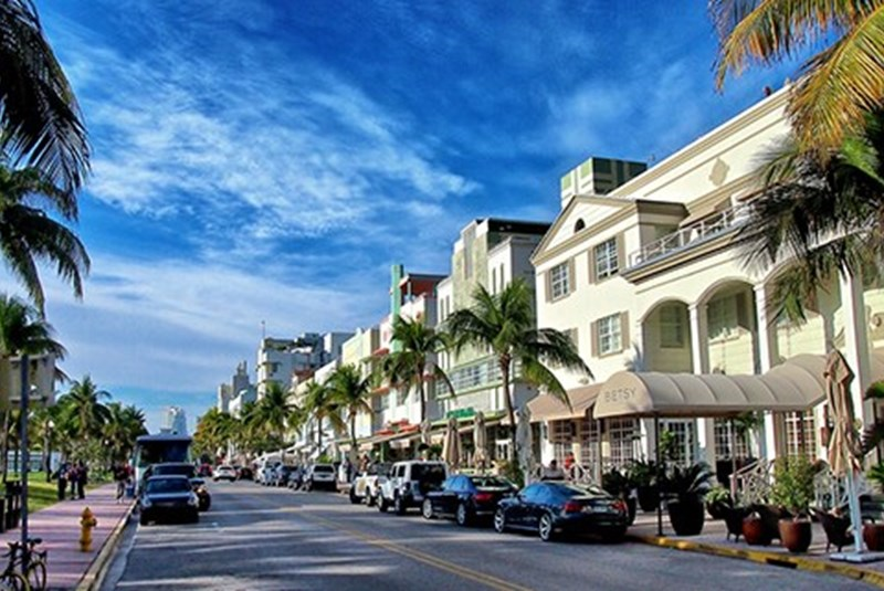 Miami Beach Commissioners May Soon Approve an Ocean Drive Clean-Up Plan