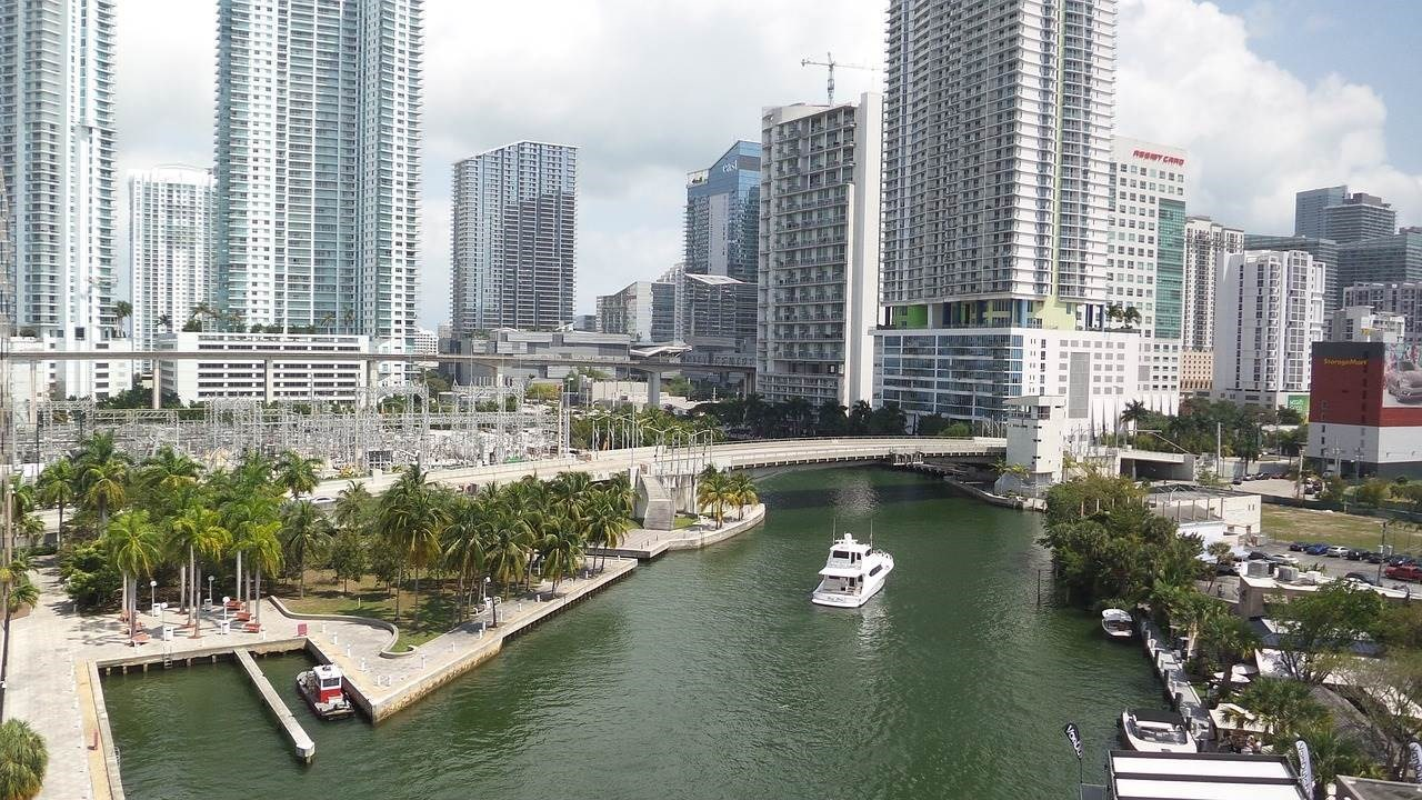 When is the Right Time to Buy a Miami Condo? 3 Key Factors to Consider